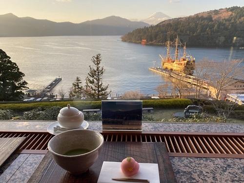 成川美術館のカフェ 季節風からの富士山