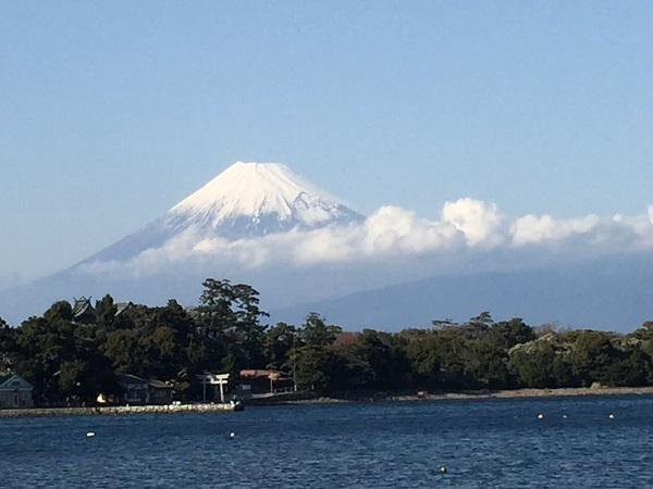 大瀬崎海岸からの富士山